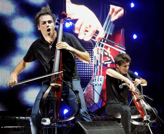 Late Cello Night: 2CELLOS